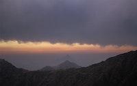 اندماج الغيوم بالجبال
