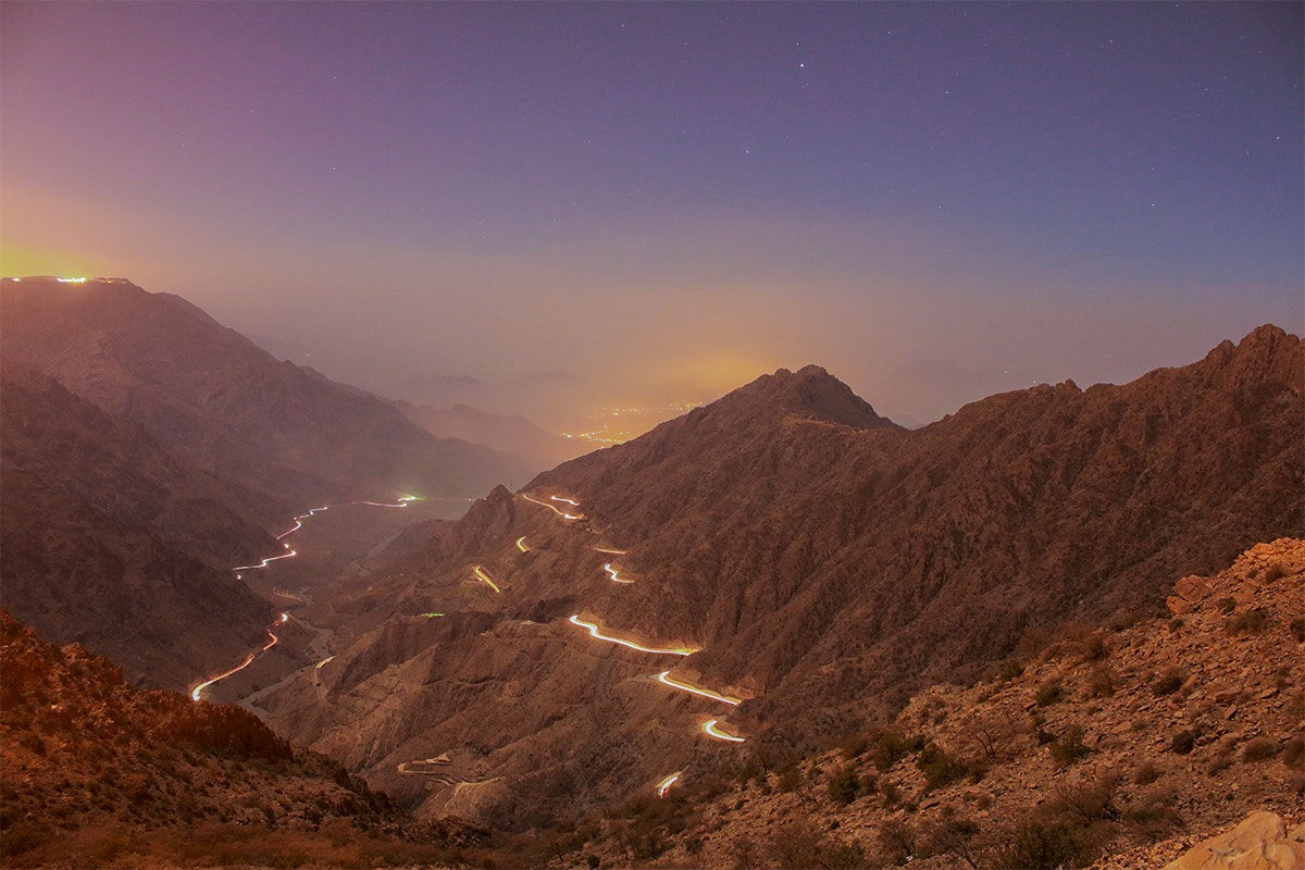 المرتفعات الجبلية ليلا
