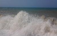 غضب الامواج