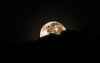 جمال غروب القمر