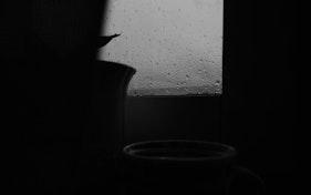 فنجان قهوتي والمطر