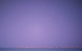 الشاطئ ليلا